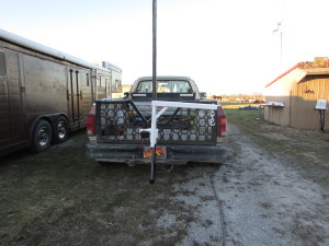Herc-U-lifts-Herculifts-horse-saddle-Lifting-hoist-portable-receiver-hitch-lift-trailer-Beehive-Hives-remote-control-winch